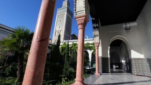 La cour et le minaret de la Mosquée de Paris, le 19 septembre 2012