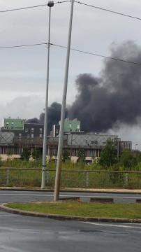 Un entrepôt de bus en feu à Bordeaux - Témoins BFMTV
