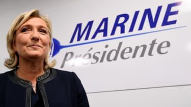 Marine Le Pen a dévoilé son logo de campagne lors de l'inauguration de son QG le 16 novembre 2016.