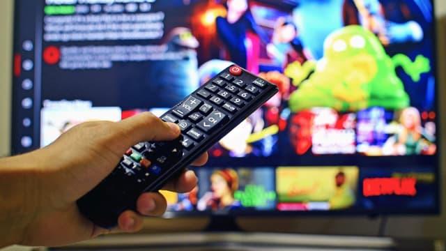 Un utilisateur de Netflix devant sa télévision (photo d'illustration).