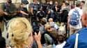 Une dizaine de manifestants dont des soignants ont manifesté contre le pass sanitaire devant l'ARS à Marseille mercredi 15 septembre 2021.