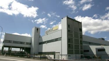 L'usine de Flins (Yvelines) serait l'un des deux sites qui pourraient accueillir la production de la berline de Nissan