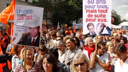 Les slogans lancés dans les cortèges et les banderoles brandies par les manifestants visaient notamment Nicolas Sarkozy lors de la plus grande manifestation à ce jour contre le projet de réforme des retraites en France, qui s'est tenue mardi à Paris. /Pho