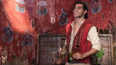 Mena Massoud dans Aladdin