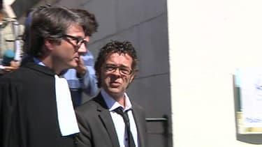 Le médecin urgentiste Nicolas Bonnemaison avec son avocat, le 11 septembre 2011.