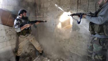 """Les Etats-Unis sont parvenus à la conclusion que les forces de Bachar al Assad avaient utilisé des armes chimiques dans la guerre en Syrie et Barack Obama a décidé, jeudi, d'octroyer une """"assistance militaire directe"""" à l'opposition syrienne. /Photo prise"""