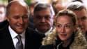 Florence Cassez a été accompagnée dans ses premiers pas en France par Laurent Fabius, ministre des Affaires étrangères.