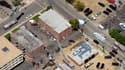 Policiers et pompiers déployés autour de l'appartement de James Eagan Holmes (en haut) à Aurora, dans le Colorado. L'appartement du suspect de la fusillade meurtrière de vendredi dans un cinéma de la banlieue de Denver, piégé, étant considéré trop dangere