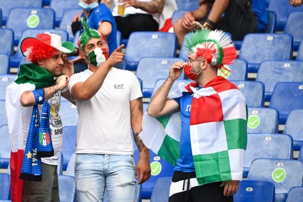 Des supporters de l'Italie pendant le match contre la Turquie