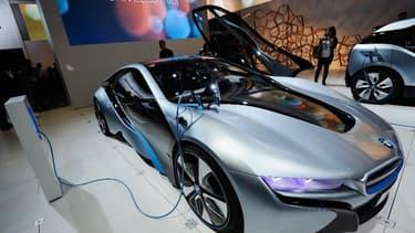 BMW, leader de l'électrification en Europe, commence à voir ses coûteux investissements payer.