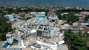 Un hôtel effondré à Palu, en Indonésie, le 30 septembre 2018.