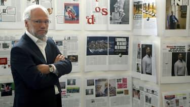 Laurent Joffrin, le 21 mai 2015 devant la maquette de la nouvelle mouture de Libération