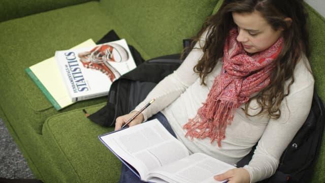 Passer des bancs de la fac au monde de l'entreprise peut être perçu par le stagiaire comme un bizutage social.