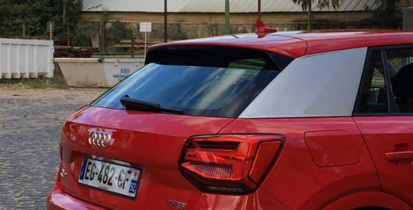 """Sur le Q2, Audi a placé des """"side-blades"""", ces éléments de décoration argentés, pour rappeler l'Audi R8."""