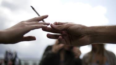 Les trentenaires et les quadragénaires fument de plus en plus de cannabis (photo d'illustration).