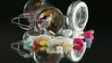 L'Afssaps a publié une liste de 77 médicaments faisant l'objet d'un suivi renforcé de la part des autorités sanitaires françaises.