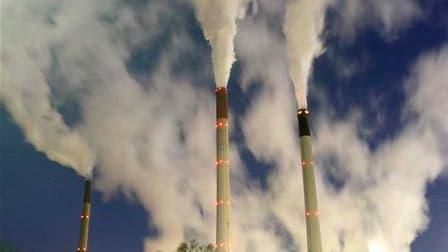 Les émissions de dioxyde de carbone dans le monde entier ont légèrement diminué en 2009 mais devraient atteindre un niveau record cette année, notamment du fait du dynamisme des économies chinoises et indiennes, selon une étude rendue publique par Global