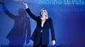 """Marine Le Pen s'est présentée dimanche en candidate des """"oubliés et des invisibles"""", pour son premier meeting de la campagne présidentielle qu'elle tenait à Metz (Moselle), au coeur de la Lorraine industrielle. /Photo prise le 11 décembre 2011/REUTERS/Vin"""