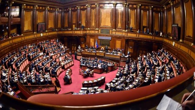 """Le Sénat italien a adopté le texte détruisant le """"Jobs Act"""" de Renzi."""