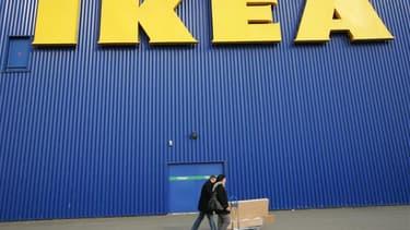 """Un ancien patron d'Ikea France aurait """"cautionné et supervisé"""" l'espionnage d'au moins une de ses salariées, affirme le site d'informations Mediapart qui publie lundi des échanges de courriers électroniques entre l'ex-PDG, le chef de la sécurité et la dir"""
