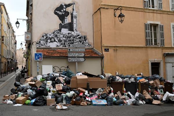 Des poubelles dans Marseille, lors de la grève de décembre 2020.