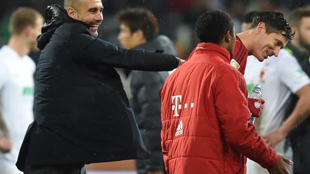 Pep Guardiola avec Robert Lewandowski (à droite)