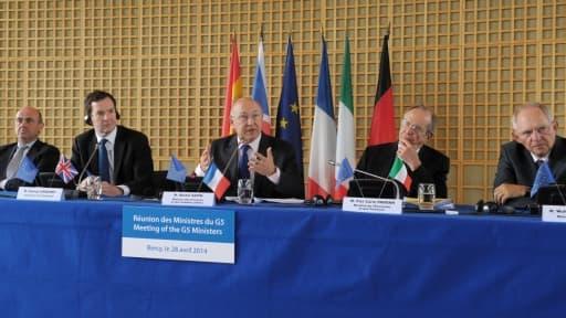 Les cinq ministres cherchent une fiscalité adaptée à internet.