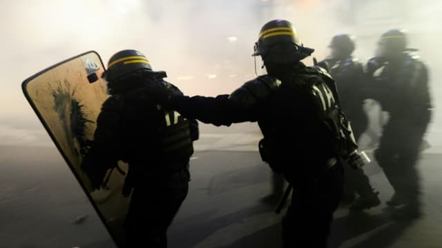 """Image d'illustration - Des policiers lors d'une manifestation à Nantes (France) contre le projet de loi dit """"sécurité globale"""", le 27 novembre 2020"""