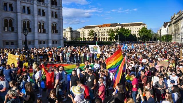 Des manifestants contre une loi homophobe en Hongrie, le 14 juin 2021.