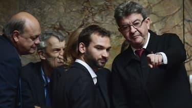 Ugo Bernalicis, à gauche de Jean-Luc Mélenchon