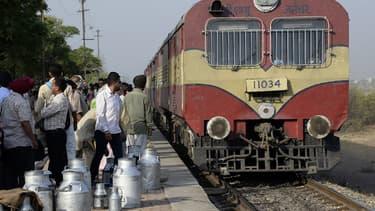 Plusieurs trains indiens ont été équipés de panneaux photovoltaïques permettant d'alimenter les appareils électroniques présents à bord des wagons. (image d'illustration)