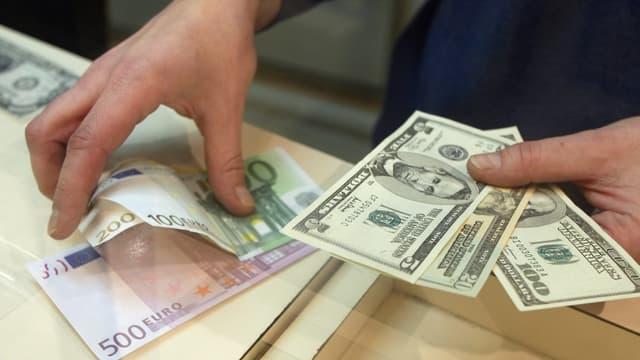 Depuis l'élection d'Emmanuel Macron, l'euro est en forte hausse face au dollar.