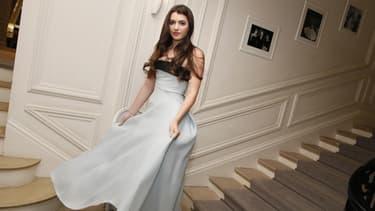 La petite nièce de JFK, Kyra Kennedy, dans sa robe pour le bal des débutantes à Paris le 27 novembre.