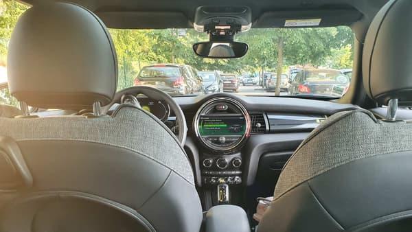 L'intérieur de cette Cooper SE.