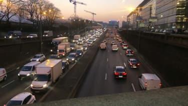 La circulation est souvent très perturbée sur le périphérique parisien.