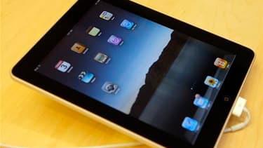 L'iPad, la tablette tactile d'Apple, est disponible jeudi à partir de 8 heures en France, d'abord sur les étalages de la boutique Apple du Carrousel du Louvre, puis chez certains distributeurs spécialisés, mais pas auprès des opérateurs télécoms. /Photo p
