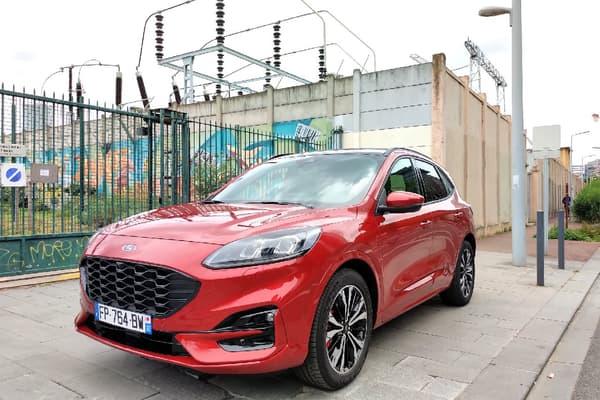 Ford commercialise le Kuga PHEV à partir de 38.600 euros. Notre modèle à l'essai dans sa finition STLine est lui commercialisé 40.800 euros.