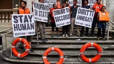 Des manifestants devant le ministère italien des transports le 11 juillet 2018 (ILLUSTRATION)