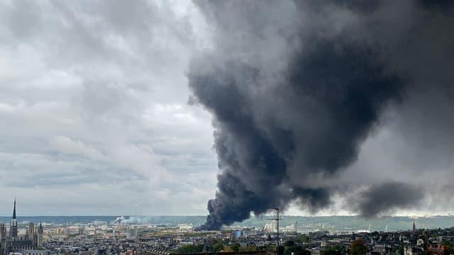 L'incendie qui s'est déclaré dans l'usine de Lubrizol à Rouen est éteint.