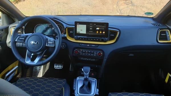 A l'intérieur du XCeed, Kia a fortement travaillé l'esthétique pour poursuivre sur sa lancée, das l'amélioration de la qualité perçue.