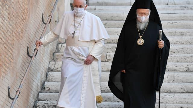 Le Pape François aux côtés du primat de l'Église orthodoxe de Constantinople Bartholomée 1er, en octobre 2020