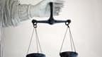Le procès d'Antoine Zacharias, ex-PDG du géant français des travaux publics Vinci, s'est ouvert au tribunal correctionnel de Nanterre (Hauts-de-Seine). Il est poursuivi pour rémunération abusive et risque en théorie jusqu'à cinq ans de prison. /Photo d'ar