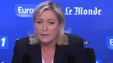 """Marine Le Pen qualifie l'attitude de son père de """"méprisante"""" à son égard."""