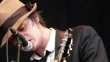 Pete Doherty en concert à Madrid en 2008.