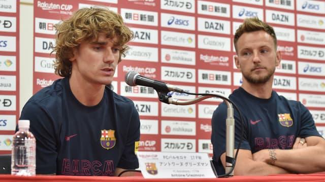 Antoine Griezmann avec Ivan Rakitic, lors d'une conférence de presse à Tokyo le 22 juillet 2019