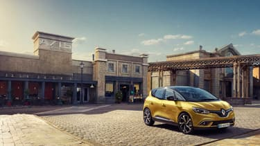 Renault présentera la quatrième génération du Scénic le 1er mars à Genève, voici les premières photos officielles.