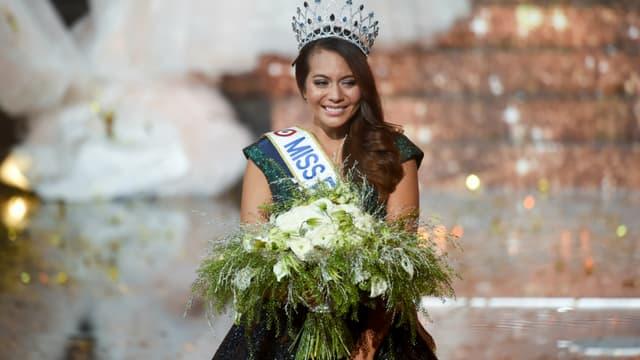 Vaimalama Chaves, lors de son couronnement le soir de l'élection de Miss France 2019