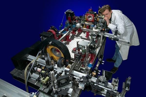 Le laser de l'Onera peut atteindre une cible jusqu'à 700 km d'altitude