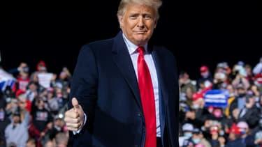 Le président américain Donald Trump participe à un meeting de campagne Make America Great Again  à Johnstown, en Pennsylvanie, le 13 octobre 2020