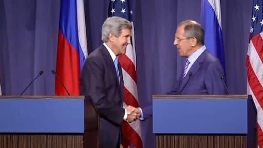 John Kerry (g.) et Serguei Lavrov, vendredi à Genève.